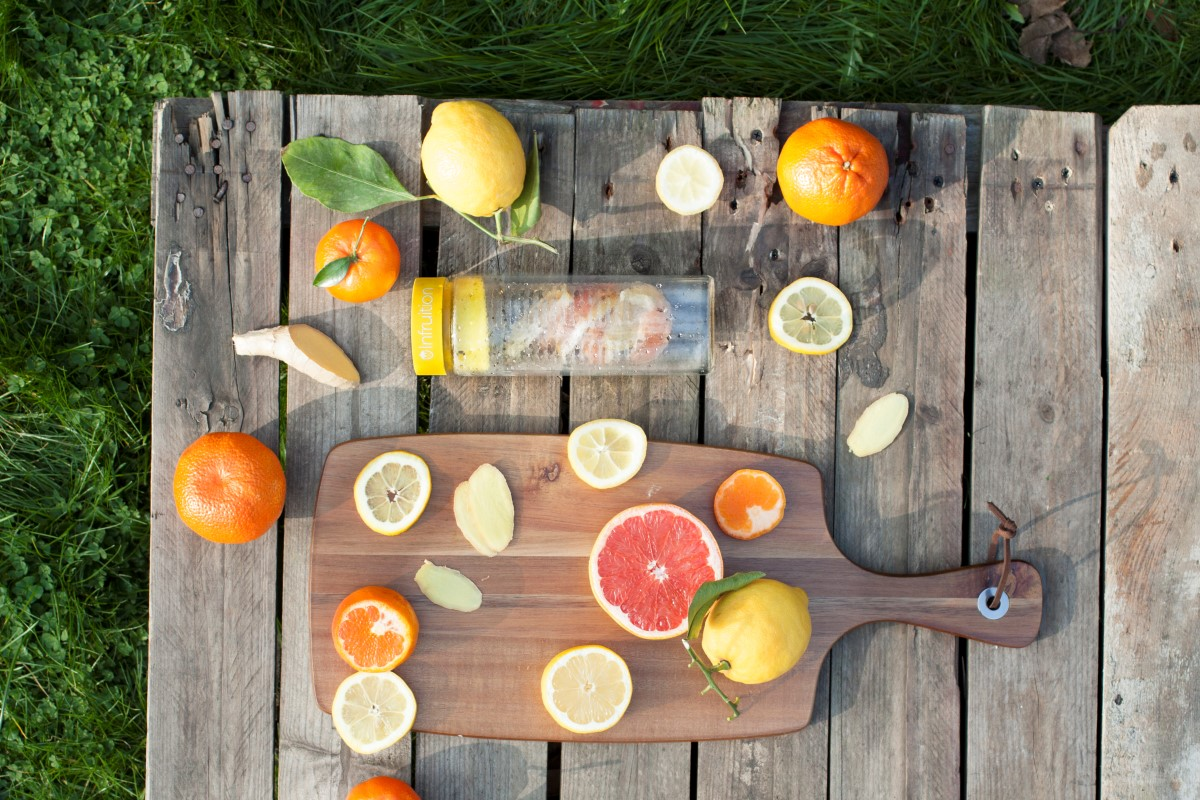 add-fruit-to-water-hydration